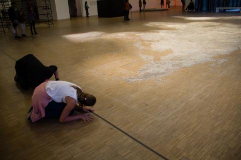 """""""Map (clear)"""" von Mona Hatoum"""
