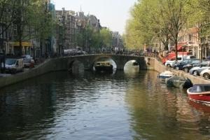 Brücke über eine Gracht in Amsterdam