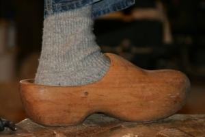 Fertiger Holzschuh