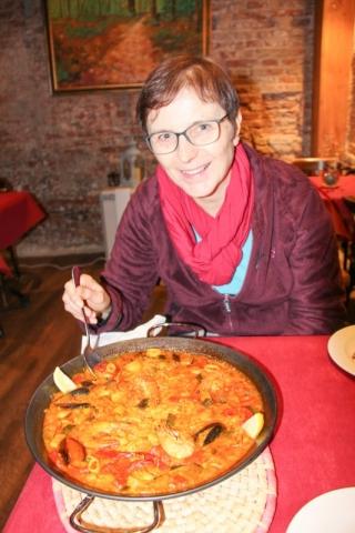 Paella im Restaurant Montecelio in Granada