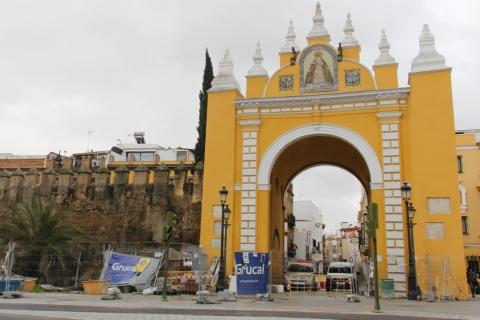 Stadttor Arco de la Macarena in Sevilla