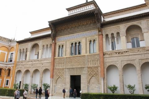 Innenhof im Königspalast Real Alcázar in Sevilla