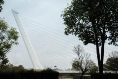 Die Brücke Puente del Alamillo - sieht wie eine Harfe aus
