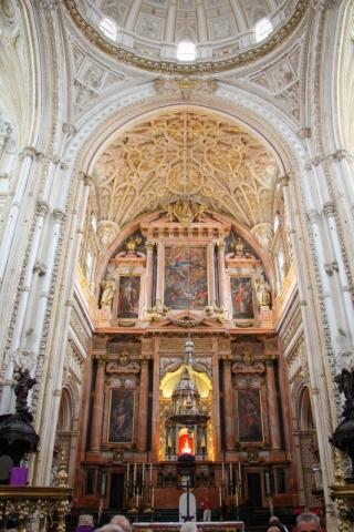 Die christliche Kathedrale mitten in der Mezquita in Cordoba