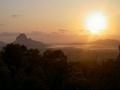 Sonnenaufgang in den Glass House Mountains