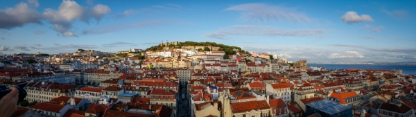 Ausblick auf die Burg und die Igreja da Graça