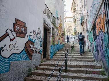 Wandmalereien auf dem Weg zur Kirche São Cristóvão