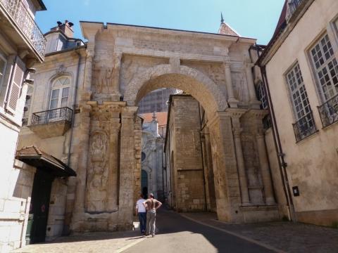 Porte Noir - gallisch-römischen Triumphbogen in Besançon