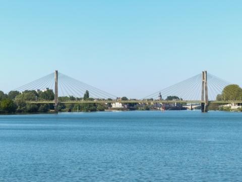 Pont de Bourgogne  - Schrägseilbrücke vor Chalon-sur-Saône