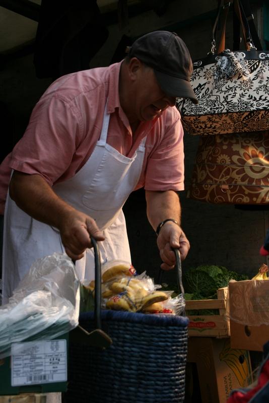 Obst- und Gemüseverkäufer am Fischmarkt