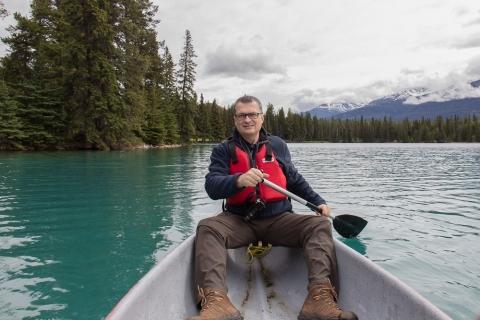 Kanufahren am Beauvert Lake bei Jasper