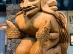 Haida Skulpturen im Flughafen von Vancouver
