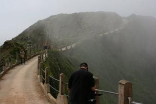 Der 90 m hohen Grat La Coupée verbindet Little Sark mit Great Sark