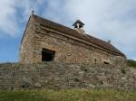 Kapelle auf dem Grabhügel von La Hougue Bie