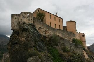 Aussichtsplattform Bélvedère mit Blick auf die Zitadelle von Corte
