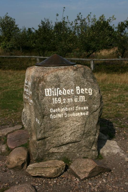 Am höchsten Punkt der Lüneburger Heide - der Wilseder Berg