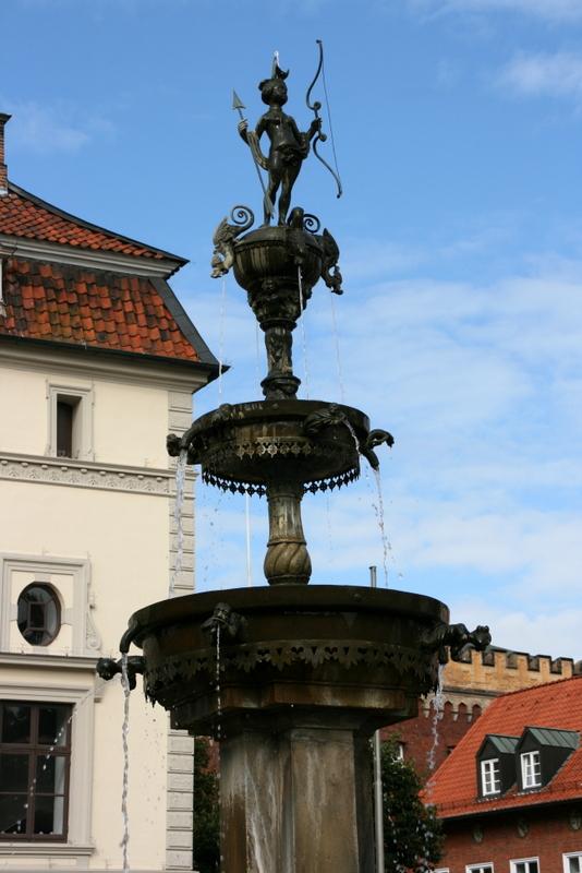 Brunner vor dem Lüneburger Rathaus