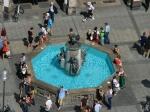 Der Brunnen vor dem Neuen Rathaus von oben
