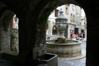 Der Brunnenplatz von St.-Paul-de-Vence