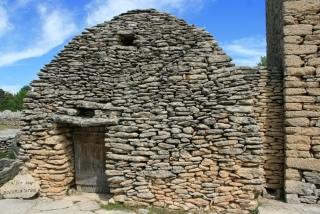 Steinhütte im Village des Bories