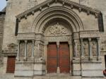 Eingangstor in die Kathedrale von Arles