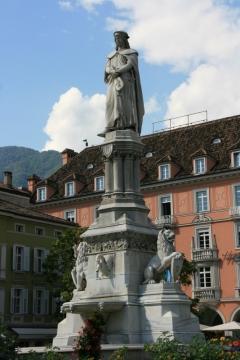 Statue Walther von der Vogelweide